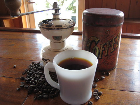 最近、コクのある深煎りタイプのコーヒーを好むお客様が多いのですが、なんとなく気持ちを軽くしたいときなどこのタイプはマッチすると思います。