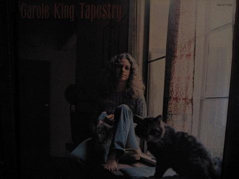 確か若いときにキャロルキングに師事した五輪真弓のファーストシングル「少女」と言う曲も「つずれ織り」の雰囲気を宿しているすばらしい曲だったのを覚えている。