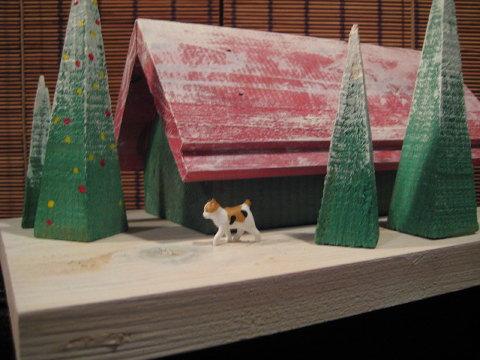 我が家にある小さなクリスマスハウス。ジオラマの世界に遊ぶ。