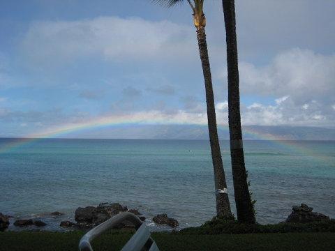 昨年訪れた島ですぐ目の前に現れた虹。小さな奇跡。今年はどんなシーンに出会えるのだろうか?