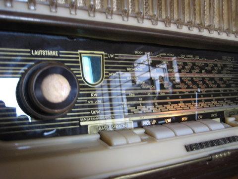 真空管ラジオで聴きたいので、i pod からFM電波を飛ばして聴いている。