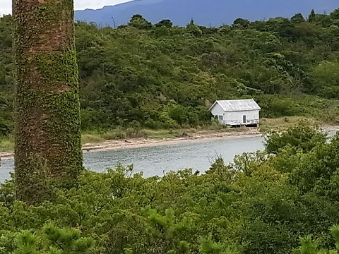 対岸にある無人の島に私好みの小屋が建っていた。ここでは不思議な感覚を数多く体感できる。