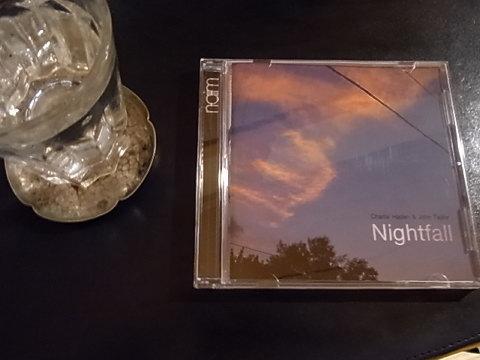 偶然なのだが、CDのジャケットが7月22日の私のブログの写真と似ているところもソソラレタ。