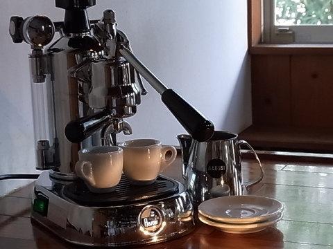 マシンが変わったのを機に、エスプレッソ用の豆は深煎りに定評のある千倉の焙煎屋さんに頼むことにした。