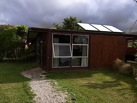 私たちが滞在したsummer house studioというキッチンとバス付きのコテージ。ワンルームが開放的で居心地が良い。