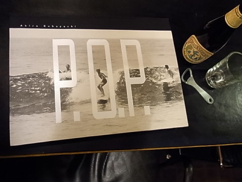 この写真集をめくっていると2つの事が浮かんでくる。それは10代半ばNHKのヤングミュージックショーで観た「モントレーポップフェスティバル」の映像。挿入歌はスコット・マッケンジーの「花のサンフランシスコ」だった。もう1つはZEPHYRという伝説のサーフショップ。ジェフ・ホー率いるスケートボードチームの事。ヴェニスビーチはスケートボーダーの聖地なのだ。