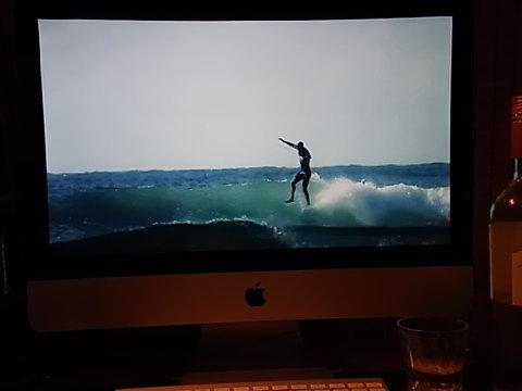 KORDUROY.tvで見たオーストラリアの若きスタイルマスター、Jack Lynch。BGMも「ニーナ・シモン」と洒落ている。ロングボードにJAZZ VOCALがマッチする。