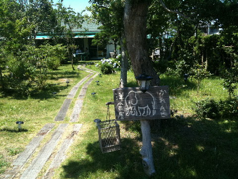 長生村のこのあたりは農村の佇まいに潮風をミックスした感じののどかなエリア。