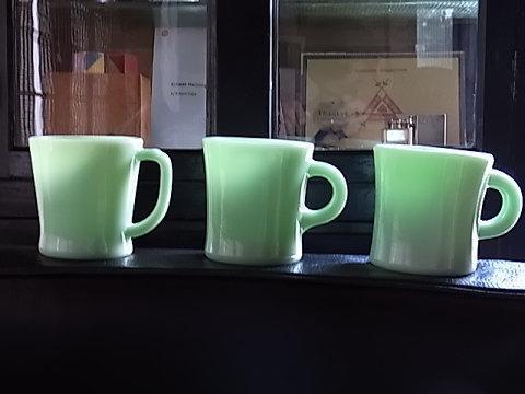 ミッドセンチュリーに生まれた耐熱ガラスのレストランウェア「Fire King」。耐久性とポッテリとしたその形が可愛いコレクティブルズ。長年使っていても飽きる事は無い。