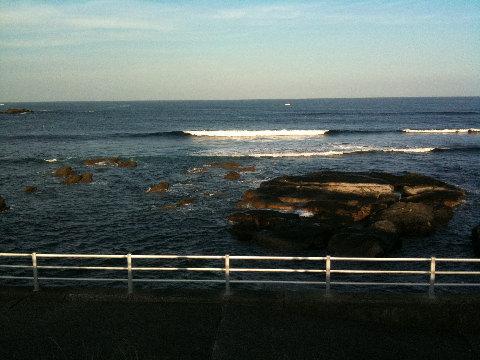 波は上から眺めると大きく感じる。実際入ってみると予想よりワンサイズ小さい。