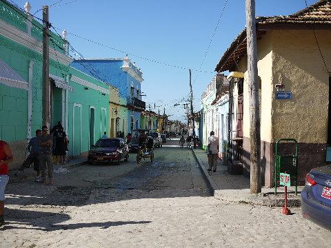 キューバの古都「トリニダー」は、石畳にカリビアンカラーの街並みが印象的。かつてはサトウキビで栄えたが、今は葉巻の加工が営まれている。