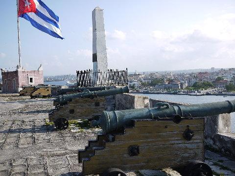 カリブの海賊が頻繁に来襲していた事を物語る要塞が何箇所もある。いろんな物資や財宝の拠点だったというキューバにはフランスの海賊も来たと言う。