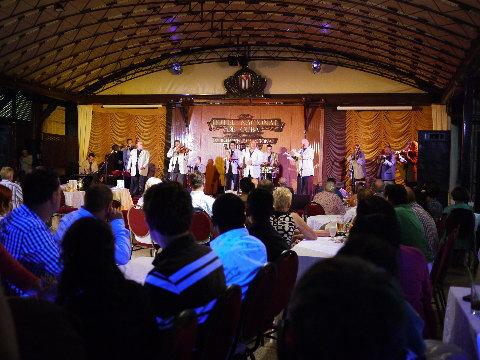 キューバを代表するホテル「ナショナル」の中にあるコンサートホールで「ブエナビスタ」のメンバーもゲスト出演したライブを楽しんだ。