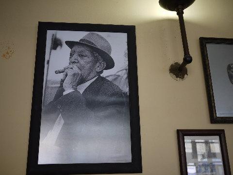 95歳で逝ったブエナビスタのコンパイ爺さん。健康の秘訣は7歳から始めたシガーとヤギの血だったと言う。