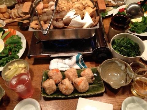 おでん、春巻き、炊き込み御飯、デザートとカミさんの手料理がテーブルを盛り上げてくれた。感謝。
