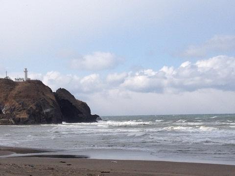 アイルランド?ノルマンディー?いや、ここは角田浜。写真には写っていないがここは佐渡島に一番近い海岸。夏は遠浅の海水浴場になるという。日本海の松林って郷愁を誘うね。