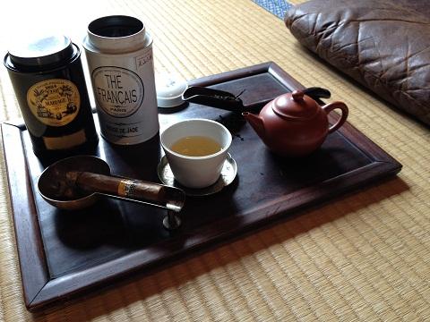 道具も凝ったらきりが無い。中国茶は自由なお茶なのだから思い思いに道具を見立てて楽しむのが良い。