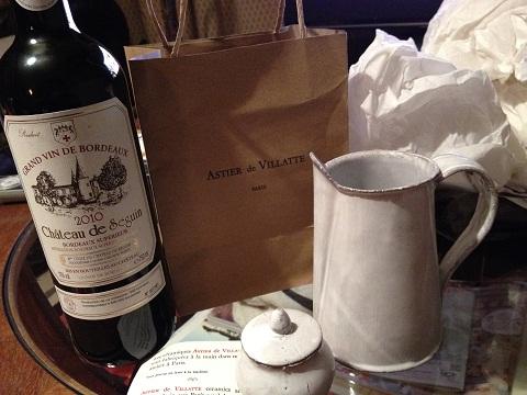 で、お土産は、ワインと私の好きなアスティエ・ド・ヴィラットの白釉の器を2個。蓋付の小さな器は「沖箱」に仕込む茶入れにピッタリだ。