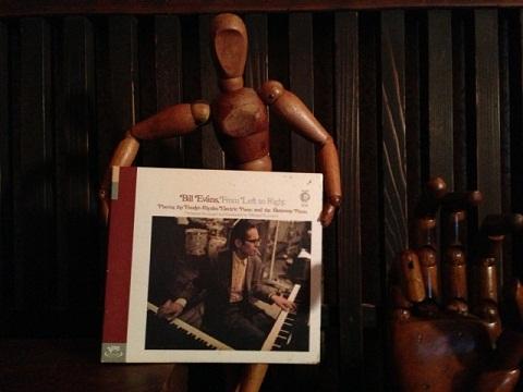 ピアノとエレクトリックピアノを交互に弾き分けるエバンス。ボサノバなどの曲も入っているお気に入りのアルバムだ。このアルバムを聴く度にとても良くしてくれたあの方を思い出す。あれから何年になるかな・・