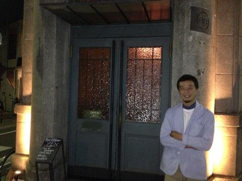 鎌倉の夜の最後に辿り着くのは、このザ・バンクでしょう。漆喰の壁の天使のレリーフが泥酔しないよう私を見守ってくれていた。