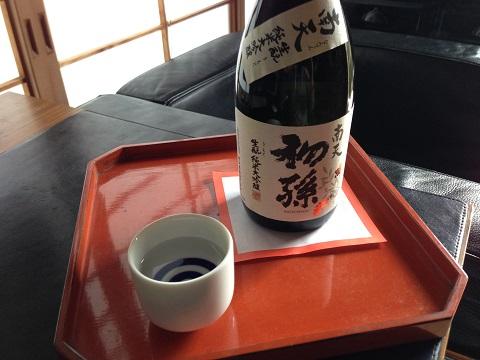 この「初孫」、とても旨いお酒です! 2本頂きましたがすぐに空になりました(笑)
