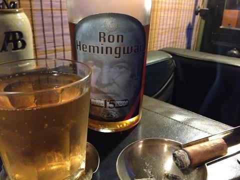 主催者の山ちゃんから頂いたラムはなんと「ヘミングウェイ」。最近ハマッている炭酸水割を飲りながらフェスの策を練る私です(笑)。しかしラムほど葉巻に合う酒は無いね。