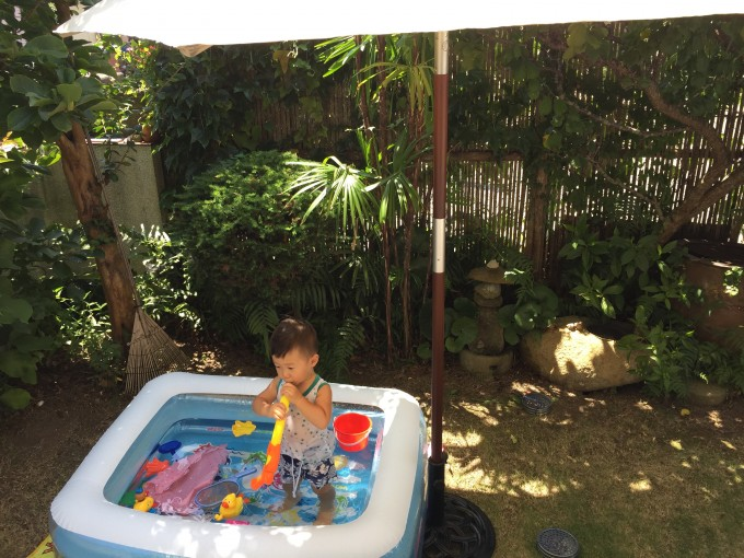 私もプールに足を浸しながらハワイにトリップ!?