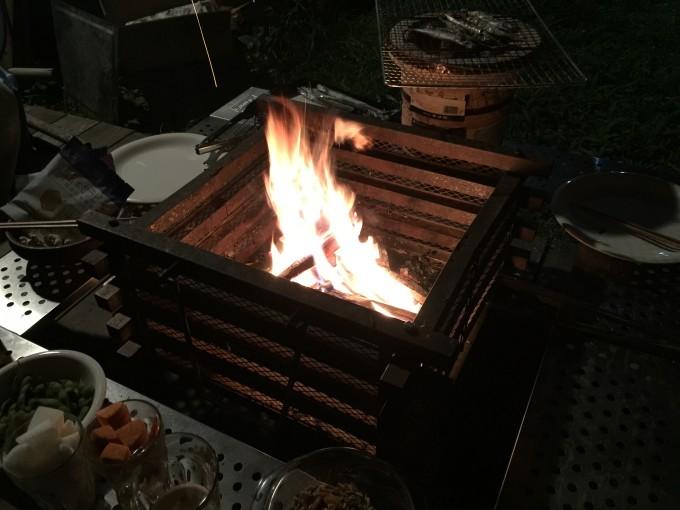 私もコールマンの焚き火台&テーブルが欲しくなりました。