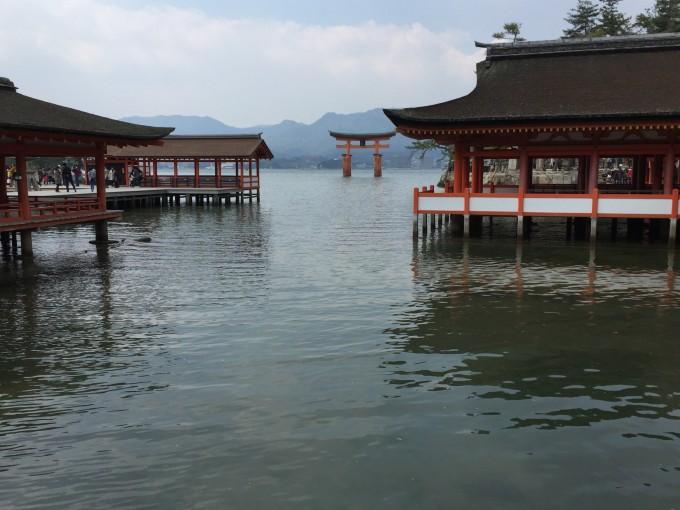 安芸の宮島。言わずと知れた日本三景。平家の栄華が偲ばれます。