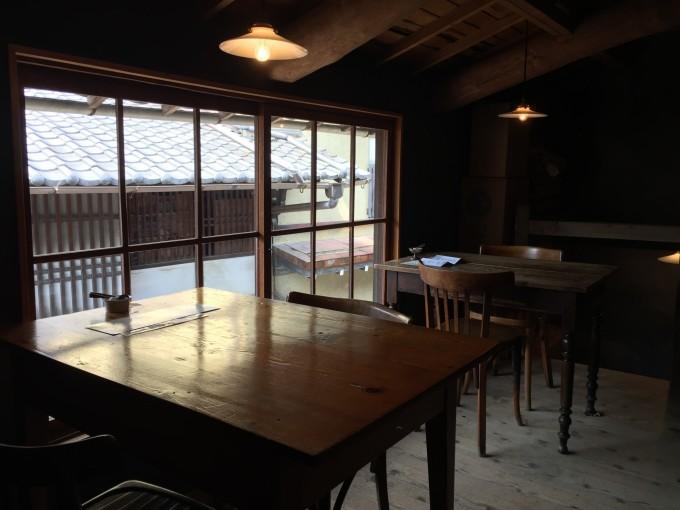 なんと宮島で5軒のカフェを構える自家焙煎の「伊都岐コーヒー」その中でも古い倉庫を改造した「sarasvati」でコーヒーを頂いた。歴史ある観光地には良いカフェがありますね。