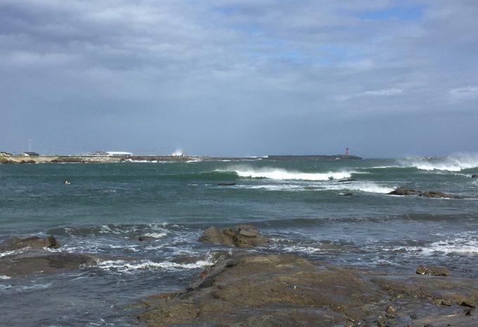 カミさんはじつに4ヶ月ぶりとなる波乗りをこのバージンウエーブで体感した。果たしてもう一度ここで波に乗ることはあるのだろうか?